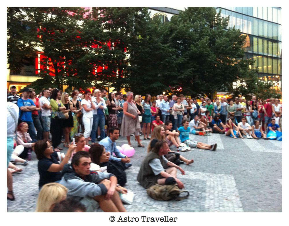 crowd, watching, performance, busking